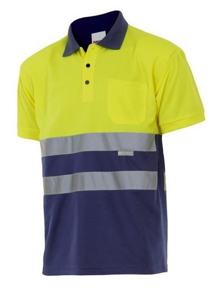 - Polo bicolor de alta visibilidad de manga corta, realizado en tejido transpirable y un bolsillo. Cintas reflectantes en el pe