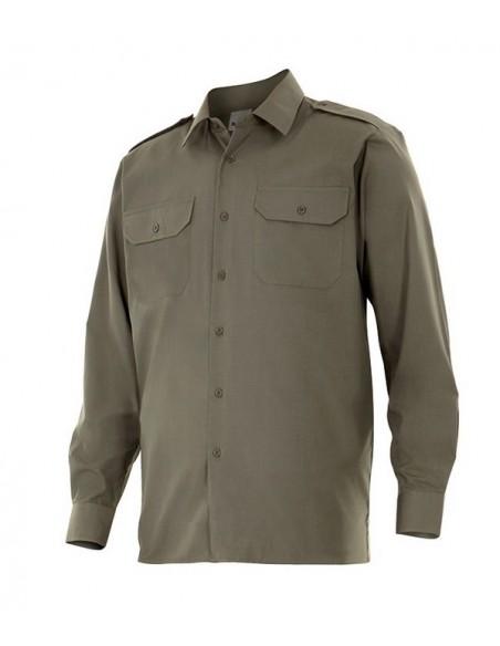 - Camisa tipo uniforme de manga larga con dos bolsillos con tapeta, botones del mismo tono que la prenda y galoneras en hombros