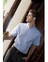 Camisa de manga corta de los hombres con cuello mao. Costura frontal lateral y frontal y dardos de la espalda. Manguito botón d