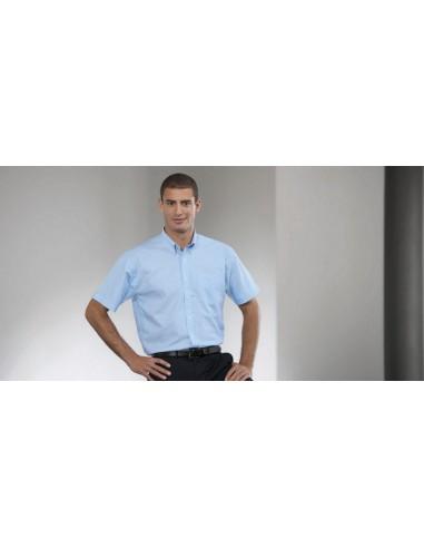 135 g/m² (White:130 g/m² ) 70% algodón, 30% poliéster Cuello abotonado Canesú trasero con 2 pliegues laterales Bolsillo en
