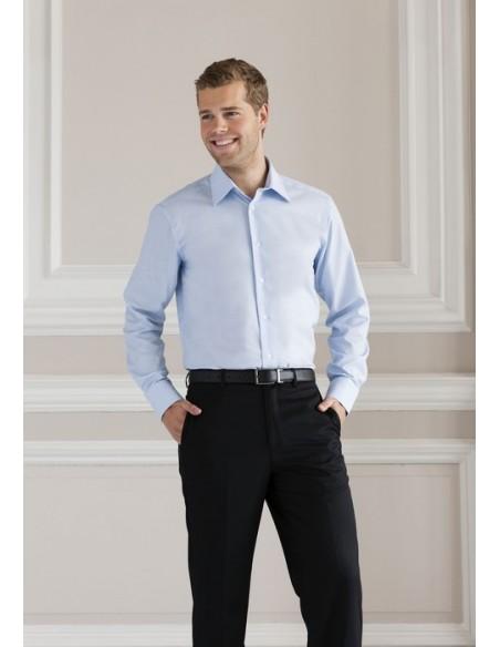 135 g/m² (White:130 g/m²) 70% algodón, 30% poliéster Manga larga Cuello endurecido Canesú trasero Botones del mismo color