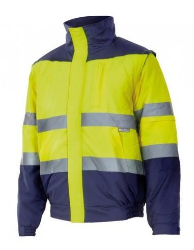 Cazadora bicolor de alta visibilidad acolchada con cintas reflectantes en torso y mangas. Cremallera central oculta con tapeta,