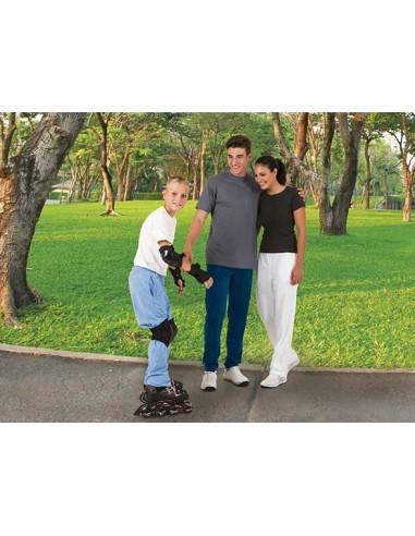Pantalón deportivo tipo chándal, confeccionado en tejido acetato dual- ock con acabado perchado en su cara interior que aport