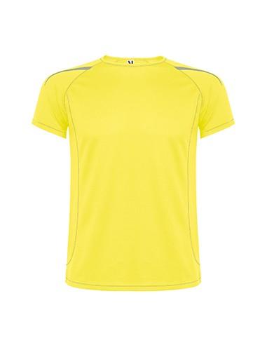 Camiseta técnica en un tejido por ambas caras, de manga corta ranglan.  1.- Costuras en contraste en bocamangas, bajo, cuello