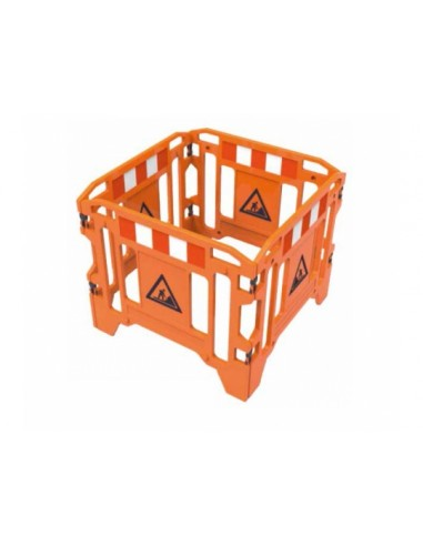 Valla de 4 puertas de plástico naranja. - Medidas puerta: ancho,125cm x alto,100cm x grosor, 5cm - Plegable. - Incluye refl