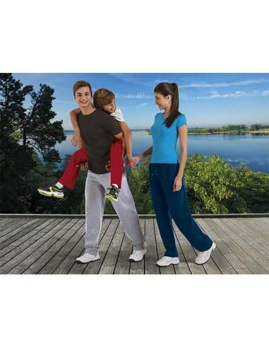 Pantalón largo de tacto muy suave, confeccionado en tejido de felpa perchada en su cara interior que aporta una sensación agr