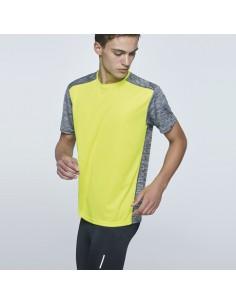 Camiseta técnica de manga corta. 1. Cuello redondo. 2. Combinada en espalda, hombros y mangas con dos tejidos de poliéster.