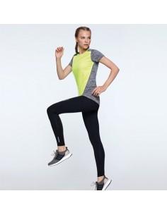 Camiseta técnica de manga corta para mujer. 1. Cuello redondo. 2. Combinado en espalda, hombros y mangas con dos tejidos de p