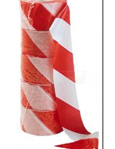 En material plástico, color en bandas alternativas blanco/rojo. Longitud 200 mt. Ancho 70 mm. Embalaje: 6 unidades por caja