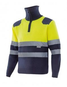Jersey bicolor de punto de alta visibilidad con cuello alto y cintas reflectantes en torso y mangas. Cierre central con cremall