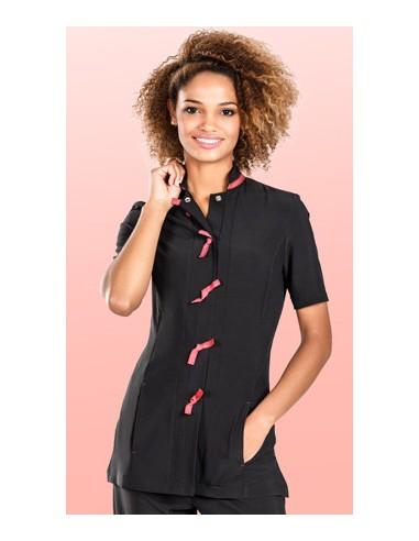 Casaca mujer manga corta, cuello mao, cierre con automáticos. Dos bolsillos laterales. Detalles de color Tipo de prenda: Casac