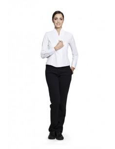 Blusa entallada de manga larga con dos pinzas delantera y una trasera en ambos lados, de cuello chimenea y botonadura en interi