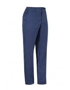 Pantalón chino Slim Fit.   Dos bolsillos delanteros, uno de ellos compartimentado para meter el bolígrafo.   Bolsillo later